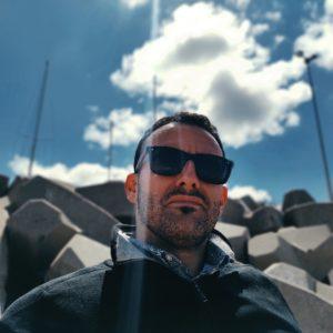 Photo lunettes Wayfarer noires portées