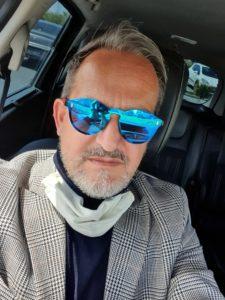 Photo lunettes rondes bleues portées